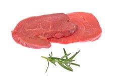 Rå nötköttbiffar som isoleras på vit Royaltyfria Foton