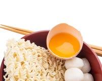 Rå nudel och ingredienser II arkivfoton