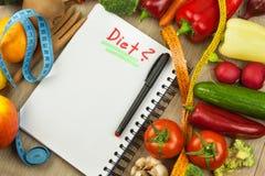 Rå nya grönsaker bantar mat som förbereder vegetarian Grönsakmeny Nya organiska grönsaker på tabellen Banta mål Royaltyfri Foto