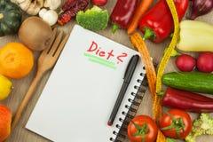 Rå nya grönsaker bantar mat som förbereder vegetarian Grönsakmeny Nya organiska grönsaker på tabellen Banta mål Royaltyfri Fotografi