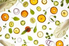 Rå nya ingredienser på vit bakgrund Royaltyfri Foto