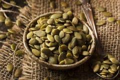 Rå organisk pumpa Pepita Seeds Royaltyfri Bild