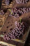 Rå organisk tabell Champagne Grapes Royaltyfri Bild