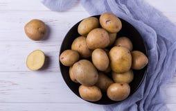Rå organiska unga potatisar Royaltyfri Bild