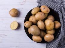 Rå organiska unga potatisar Royaltyfria Bilder
