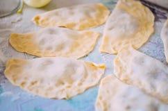 Rå pajer är i mjölet Arkivfoto