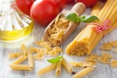 Rå pastaolivoljatomater lyx för livsstil för utmärkt mat för carpacciokokkonst italiensk arkivfoton