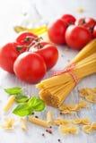 Rå pastaolivoljatomater lyx för livsstil för utmärkt mat för carpacciokokkonst italiensk royaltyfri fotografi