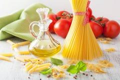 Rå pastaolivoljatomater lyx för livsstil för utmärkt mat för carpacciokokkonst italiensk fotografering för bildbyråer