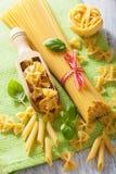 Rå penne för pastaspagettifarfalle, tomater lyx för livsstil för utmärkt mat för carpacciokokkonst italiensk arkivfoton