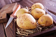 rå potatis arkivbilder