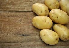 rå potatisar Arkivfoto