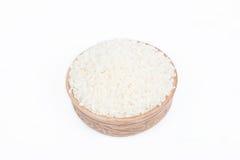 Rå ris i en maträtt Arkivbilder