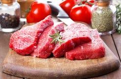 rå rosmarinar för meat Arkivfoto