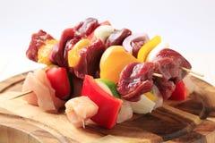 rå shish för kebabs arkivbild