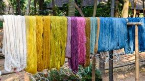 Rå siden- torkduk för färgrik tråd Royaltyfri Fotografi