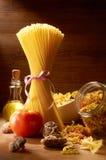 rå spagetti Fotografering för Bildbyråer