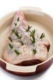 rå stekheta rosmarinar för maträttlambben Royaltyfri Fotografi