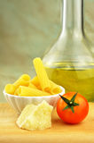 Rå tortiglionipasta med andra ingredienser Royaltyfria Bilder