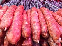 Rå turkisk traditionell Sish kebab, kött, nötkött, köttboll som är klar för kock på en restaurang Arkivbild