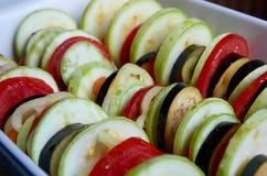 Rå välfyllda grönsaker royaltyfria bilder