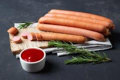 Rå wienerkorvkorvar med ketchup royaltyfria foton