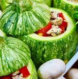 Rå zucchinier som är välfyllda med kött Royaltyfria Bilder