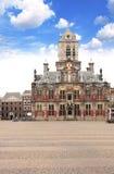 Råd som bygger Stadhuis, central fyrkant, delftfajans, Nederländerna Royaltyfri Fotografi