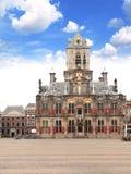 Rådbyggnad & x28; Stadhuis& x29; , Central fyrkant, delftfajans, Nederländerna Fotografering för Bildbyråer