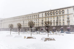 Rådet av ministrar som bygger i centrala Sofia i vintern Royaltyfri Foto