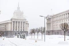 Rådet av ministrar som bygger i centrala Sofia i vintern Arkivbild