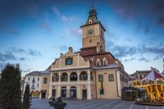 Rådfyrkant i Brasov Rumänien Royaltyfri Bild