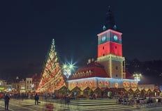 Rådfyrkant på jul, Brasov, Rumänien Arkivbild