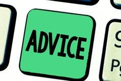 Rådgivning för ordhandstiltext Affärsidéen för vägledning eller rekommendationer erbjöd med försiktig handling för hänseende royaltyfri foto