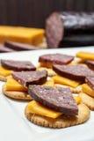 Rådjursköttkorv, jalapeno, ost, smällare royaltyfria bilder