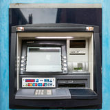 RÅG ÖSTLIG SUSSEX/UK - MARS 11: Bankomat i råg östliga Sussex Arkivfoto