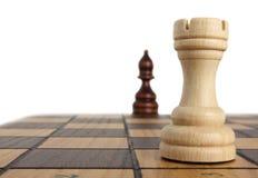 Råka och bishop på schackbrädet Royaltyfri Foto