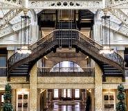 Råkkolonibyggnad, Chicago, IL - Augusti 3, 2017: Ljus domstollobby av råkkolonibyggnaden, södra LaSalle St, öglasområde, Chicago, Arkivfoto