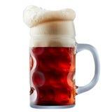 Råna av frostigt mörker - rött öl med skum royaltyfria foton