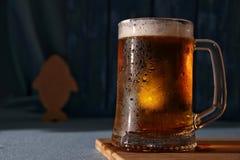 Råna av kallt ljust öl arkivbild