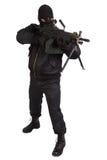 Rånare i svart likformig och maskering med maskingeväret Arkivfoton