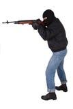 Rånare med geväret M14 Arkivfoton