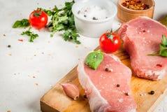 Rått griskött, biff, kotlett royaltyfri foto