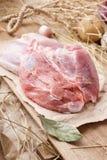Rått grisköttkött - hock, ben eller knoge Nytt kött och ingredienser arkivbilder