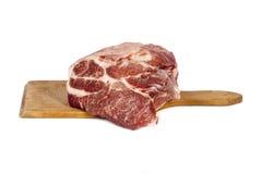 Rått grisköttkött på rektangelbräde Fotografering för Bildbyråer
