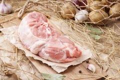 Rått grisköttkött - skinka eller hock Nytt kött och ingredienser arkivbild
