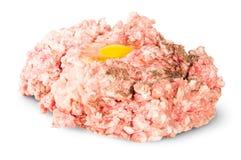 Rått jordnötkött med ägget och svartpeppar Fotografering för Bildbyråer