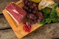 Rått kött som ombord ligger Arkivbilder