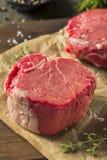 Rått organiskt gräs Fed Filet Mignon Steak arkivbild