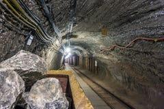 Rått salta kvarteret i industriell vagntunnelbana Royaltyfri Foto
